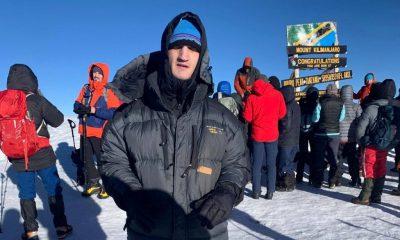 Performanță la înălțime! Un student nevăzător din Cluj a cucerit Kilimanjaro