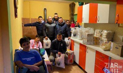 """Suporterii Universității Cluj s-au transformat în Moș Crăciun! """"Mulțumim pentru sprijin tuturor"""""""