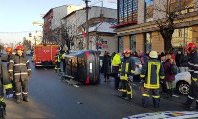 Mașină răsturnată pe Dorobanților. Doi dintre pasageri erau copii