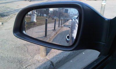 """Spaima oglinzilor auto din Cluj. Un individ a """"aranjat"""" într-o noapte 20 de mașini"""