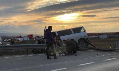 Accident Cluj. Dubă azvârlită peste parapet/ Șoferul rănit, întins pe asfalt