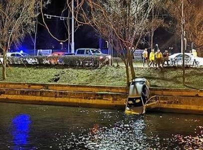 Accident lângă Cluj Arena. O mașină a fost aruncată în Someș