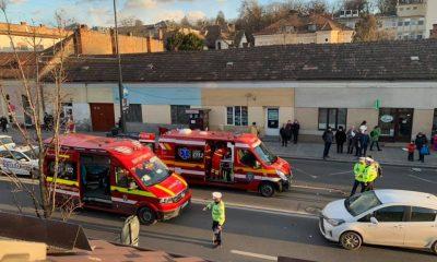 Cluj: Două mașini lovite și o femeie la spital, după o traversare neregulamentară