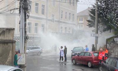 O mașină parcată lângă un spital de copii din Cluj a luat foc