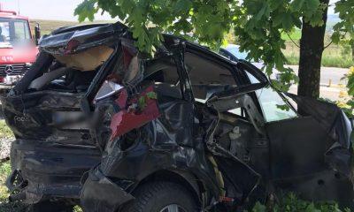 Accident cu răniți în Tureni. O mașină a fost aruncată-n decor de un microbuz
