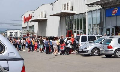 Prima zi de stare de alertă: Nebunie la Pepco Florești, cozi uriașe în afara și în interiorul magazinului, fără mască, fără distanță