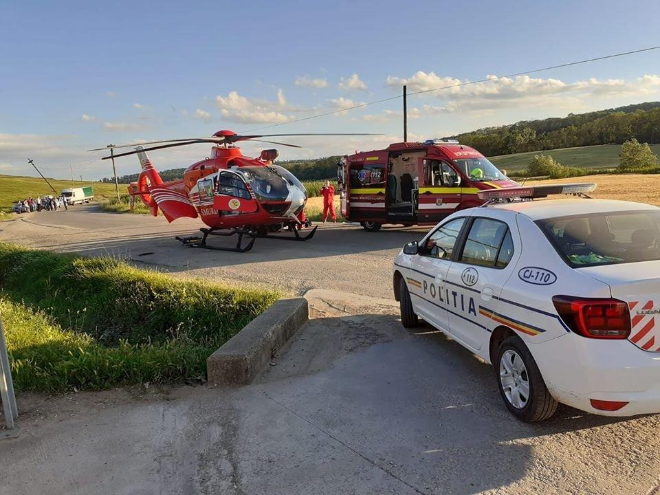 Copil de 8 ani lovit de mașină în Ceanu Mare. A fost chemat și un elicopter SMURD