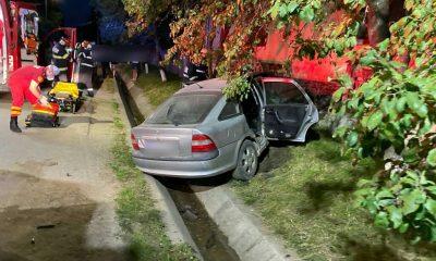 Impact violent între o mașină și o dubă lângă Cluj. Trei persoane rănite grav