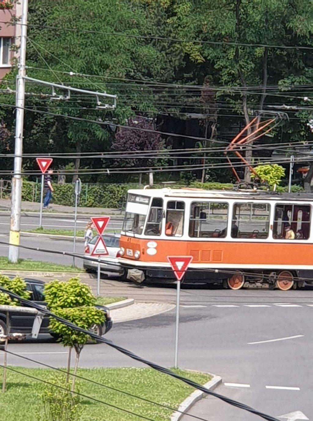 Accident Cluj. Mașină lovită de tramvai în Mănăștur