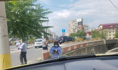 Accident în Mărăști. Era să cadă cu mașina sub pod