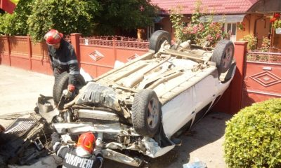Accident lângă Cluj. S-a dat peste cap cu mașina și s-a oprit în gardul unei case