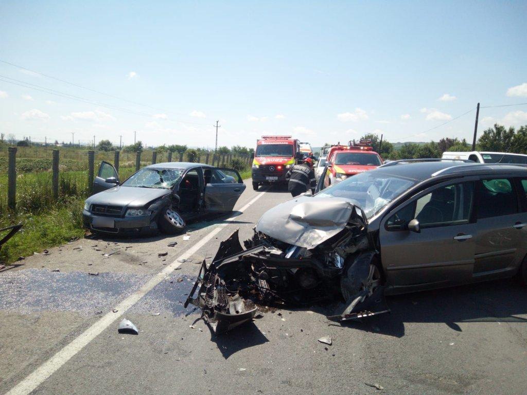 Accident pe Cluj-Gherla. Intervin ambulanța și descarcerarea