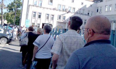 Clujenii, nevoiţi să stea la coadă la Casa de Pensii. Procedurile stufoase de pe internet îi descurajează