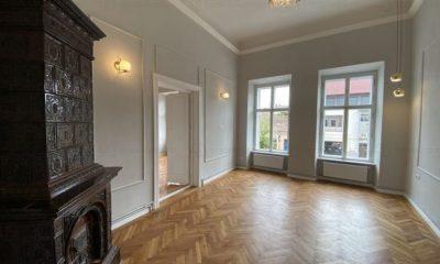 Cum arată apartamentul de lux al clujeanul Sergiu Biris, devenit celebru pentru Trilulilu. Îl oferă spre închiriere cu 1.900 de euro