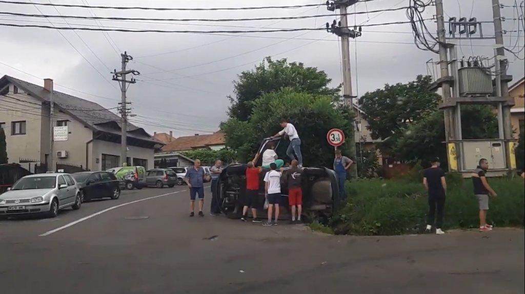 Tânăr drogat din Cluj, implicat într-un accident la Reghin