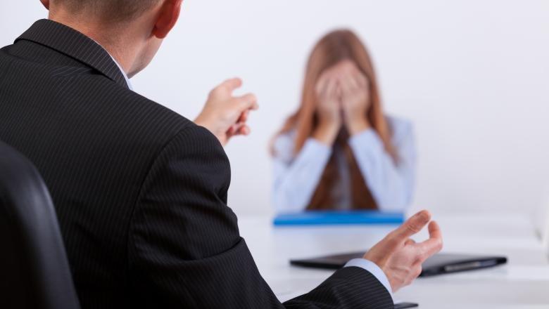 Gata cu hărţuirea la locul de muncă! Amenzile sunt uriașe