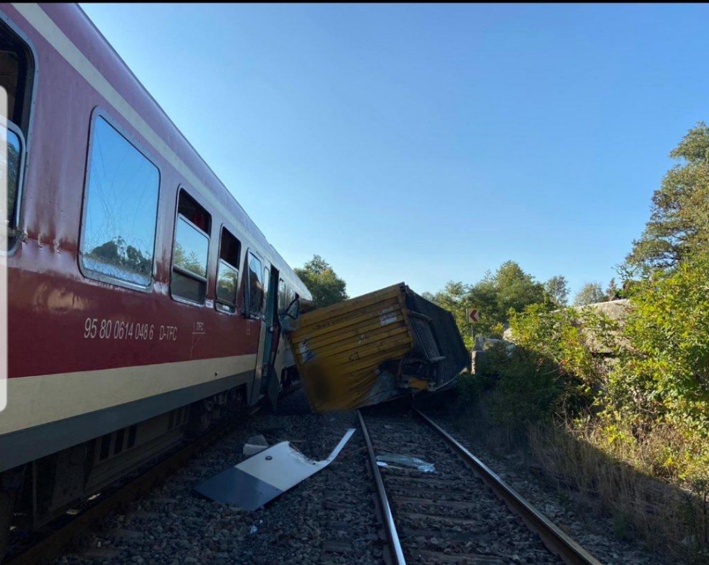Accident feroviar în Cluj. Un tren de pasageri a lovit un container