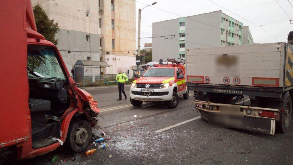 Accident pe Bulevardul Muncii, un tânăr încarcerat
