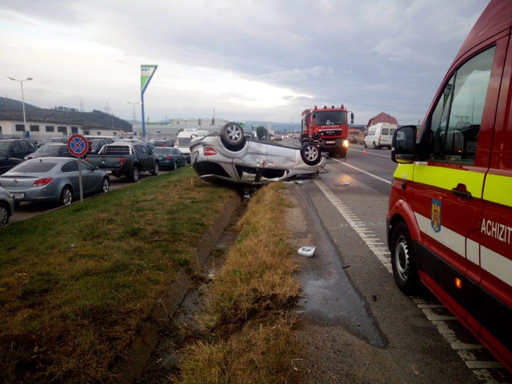 Accident spectaculos între Florești și Gilău. Mașină răturnată cu roțile în sus
