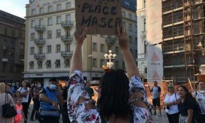 Proteste cu zeci de persoane la Cluj și în alte orașe mari împotriva obligativităţii purtării măştii de protecţie în şcoli