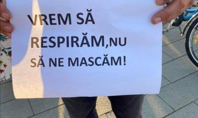 """""""Vrem să respirăm, nu să ne mascăm"""". Primul protest anti mască în şcoli la Cluj-Napoca"""