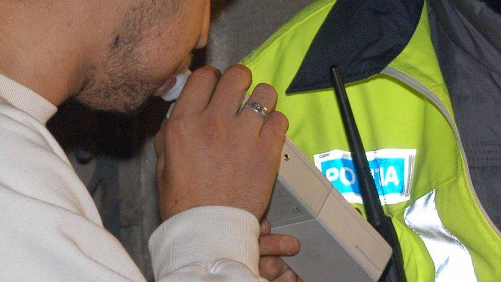 Șofer rupt de beat, prins la volan prin Cluj. Când au văzut alcoolemia, i-au pus cătușele