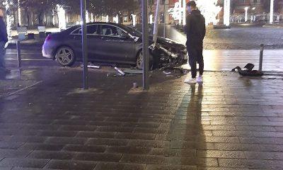 Accident în Piața Unirii. Un șofer s-a înfipt într-un stâlp