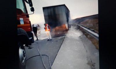 Camion în flăcări pe Autostrada Transilvania, pe sensul Gilău-Turda