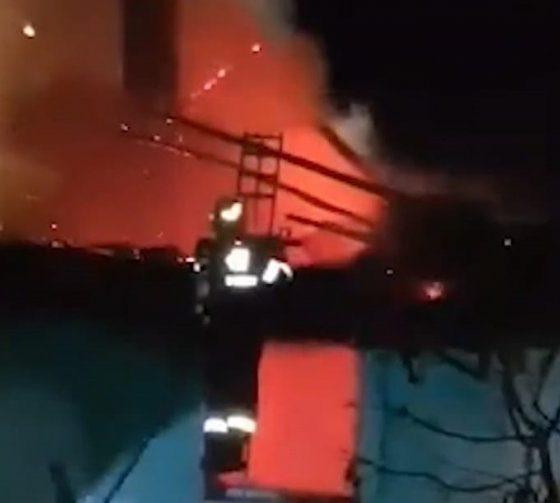 Incendiu într-o localitate din Cluj. O clădire a ars în totalitate
