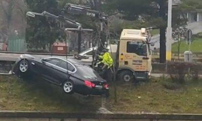 Mașina ajunsă în Someș a fost scoasă din apele râului