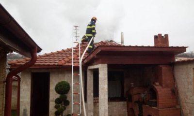 Proprietarii unei case din Dej au trecut printr-o spaimă cumplită, după ce imobilul a fost cât pe ce să ardă, de la un coș de fum