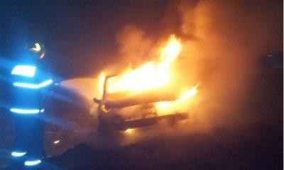 Accident la Cluj. O mașină a luat foc imediat după impact