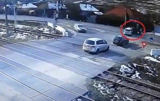 """Două autoturisme s-au ciocnit la Jucu, într-o zonă care pare """"blestemată"""""""