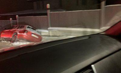 Iarna le dă mari bătăi de cap șoferilor. O mașină s-a răsturnat lângă pârtia de schi Feleacu, alta lângă Lita