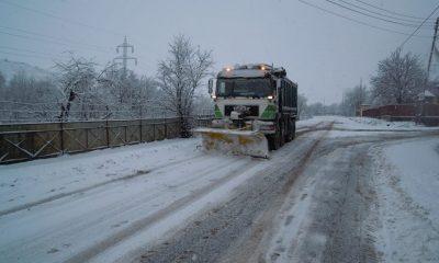 Peste 600 de tone de material antiderapant împrăștiate pe drumurile din Cluj
