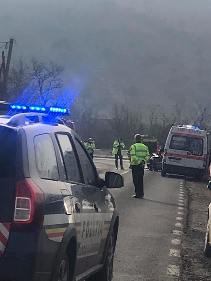 Accident cumplit la Cluj. 5 persoane, printre care o fetiță de doar 5 ani, au ajuns la spital