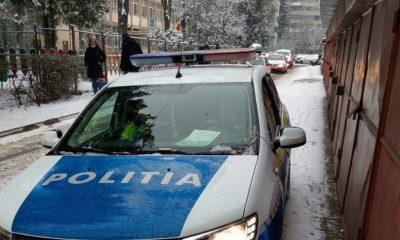 Clujean luat la bani mărunţi de poliţişti pentru că a îndrăznit să îi fotografieze cu masca sub bărbie în maşină