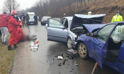 Impact frontal între două mașini la Cluj. O femeie de 74 de ani a fost rănită