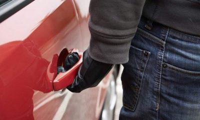 Mașină furată de pe o stradă din Cluj-Napoca de o gașcă de drogați. Au vândut tot ce au găsit în ea