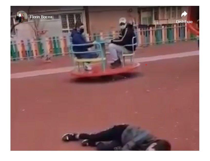 Mega scandal în parc. Un bărbat a lovit fără milă un alt copil pentru că se certa cu fiul său
