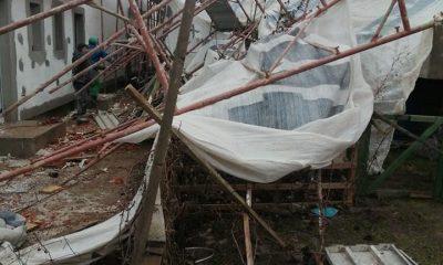 Tragedie evitată pe muchie de cuțit. Schelele de pe un șantier din Florești au căzut peste blocul învecinat