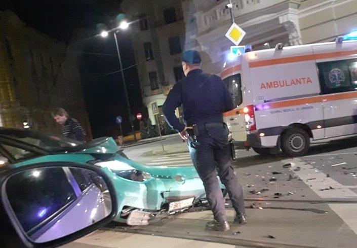 ACCIDENT la Cluj-Napoca. Nu a acordat prioritate unei ambulanţe aflată în misiune