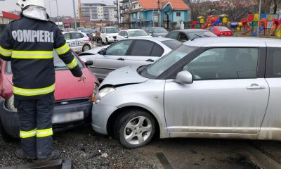 Accident cu trei mașini pe Calea Baciului. Două persoane au ajuns la spital