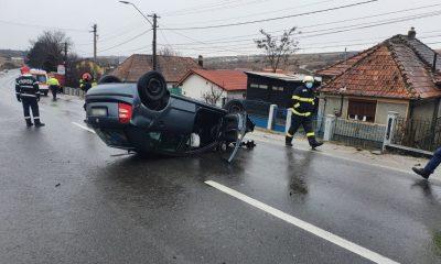 Mașină cu roțile-n sus pe Cluj - Turda
