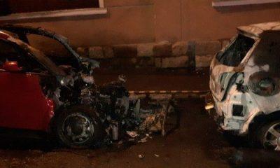 Maşini incendiate intenţionat în plină stradă în Cluj. Poliţia face investigații pentru identificarea autorului