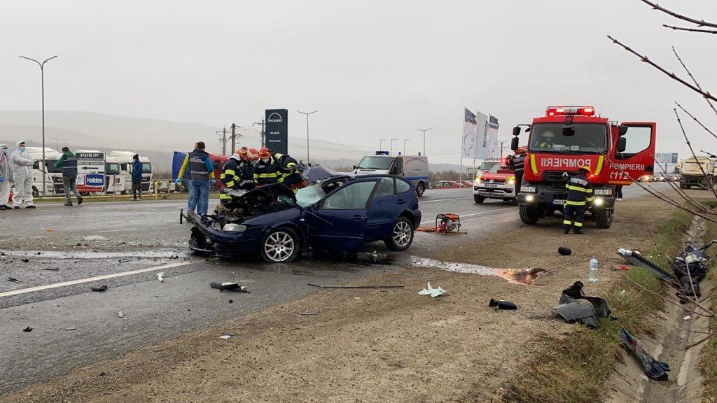 ACCIDENT GRAV între Cluj și Gilău. O persoană a murit și alte două au rămas încarcerate