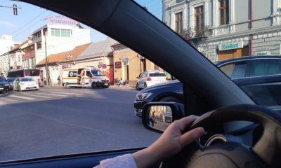 Accident pe Moților. Tânără lovită pe trecerea de pietoni de un autobuz