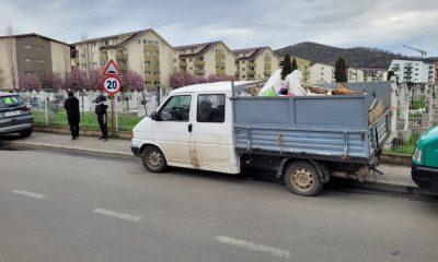 Mașină care transporta ilegal deșeuri, depistată în trafic la Florești