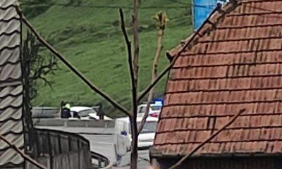 Accident la urcare pe Feleac. Una dintre mașini a ajuns în șanț