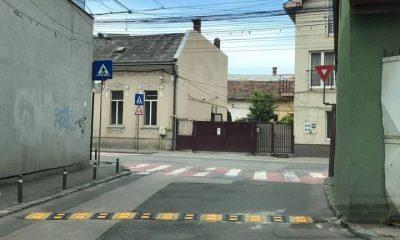 """Bumpere de viteză nou instalate pe două străduțe din Cluj. """"Ăștia de la Primărie chiar nu au pe ce arunca banii?"""""""